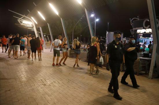 قوات الأمن تبعد المواطنين