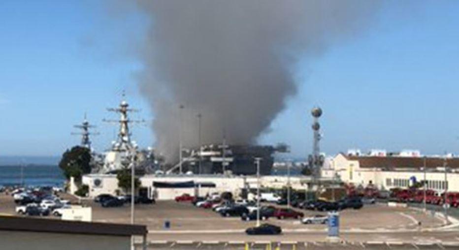 حريق بسفينة بونهوم ريتشارد بالقاعدة البحرية الأمريكية فى سان دييجو (4)