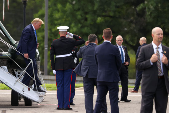 ترامب فى طريقه إلى  مركز والتر ريد الطبى العسكرى
