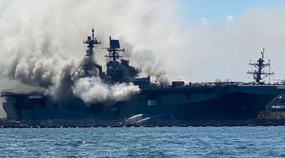 حريق بسفينة بونهوم ريتشارد بالقاعدة البحرية الأمريكية فى سان دييجو (2)