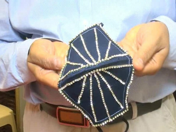 127-122823-diamond-masks-india-4