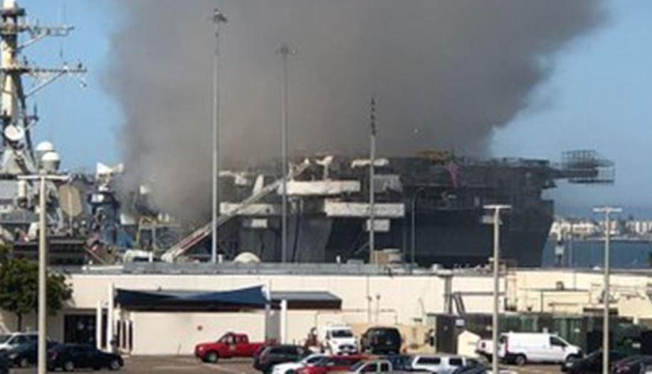 حريق بسفينة بونهوم ريتشارد بالقاعدة البحرية الأمريكية فى سان دييجو (3)