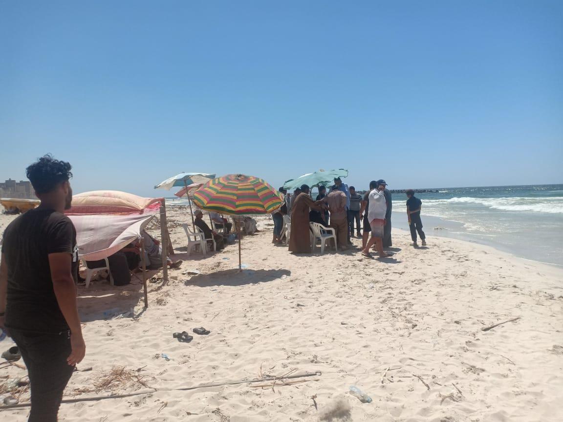 شاطئ النخيل (3)