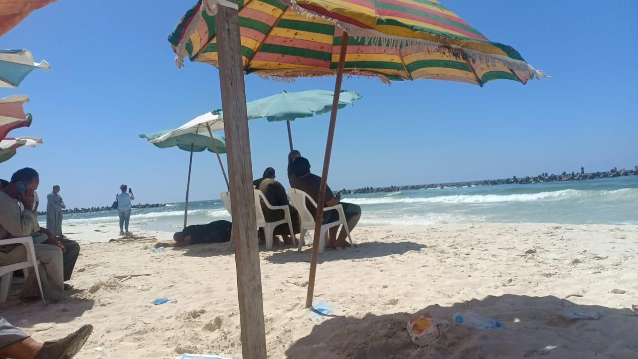 شاطئ النخيل (6)