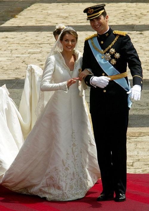 الملكة ليتيسيا أورتيز من فستان زفاف إسبانيا