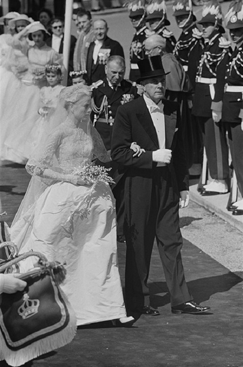فستان زفاف الأميرة جريس كيلي من موناكو