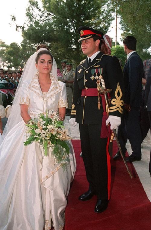 فستان زفاف الملكة رانيا من الأردن