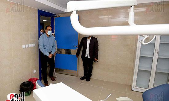 بدء زيارة أسوان ورئيس الوزراء يتفقد إحدى نقاط مشروع التأمين الصحي الشامل تصوير سليمان العطيفى (10)