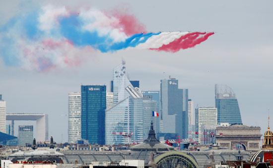 العروض الجوية فى سماء العاصمة الفرنسية باريس