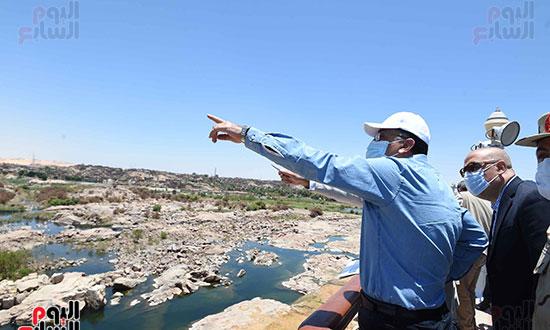 رئيس اوزراء يتفقد كوبى بديل الخزان تصوير سليمان العطيفى (2)