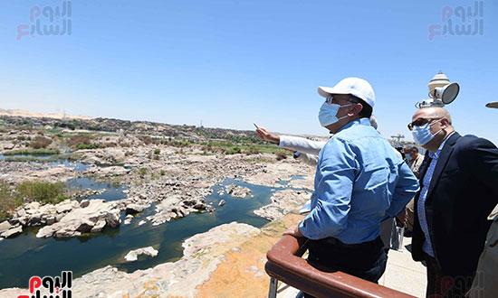 رئيس اوزراء يتفقد كوبى بديل الخزان تصوير سليمان العطيفى (4)