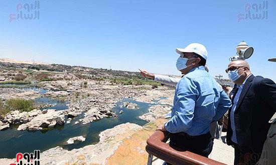 رئيس اوزراء يتفقد كوبى بديل الخزان تصوير سليمان العطيفى (3)