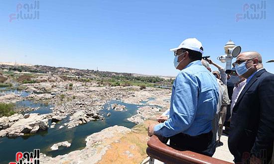 رئيس اوزراء يتفقد كوبى بديل الخزان تصوير سليمان العطيفى (1)