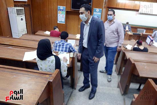 جولة عميد اقتصاد علي الطلاب بجامعة القاهرة (2)
