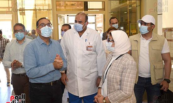 رئيس الوزراء يتفقد مستشفى أسوان بالصداقة المخصصة للعزل الصحي لمرضى _كورونا_ تصوير سليمان العطيفى (7)