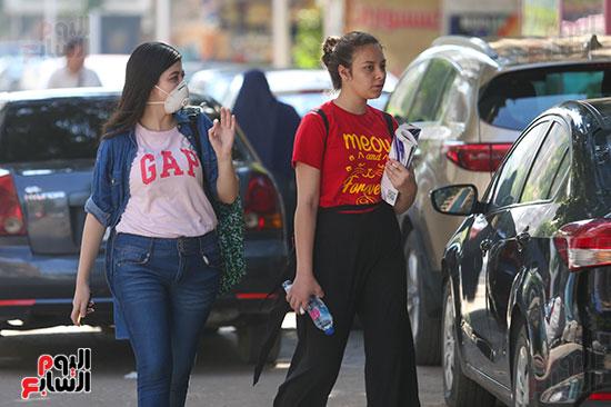 طالبات الثانوية قبل دخول الامتحان