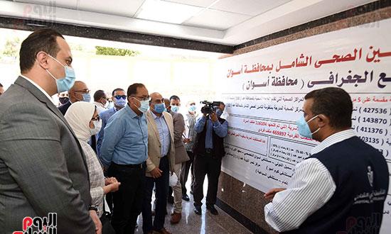 بدء زيارة أسوان ورئيس الوزراء يتفقد إحدى نقاط مشروع التأمين الصحي الشامل تصوير سليمان العطيفى (3)