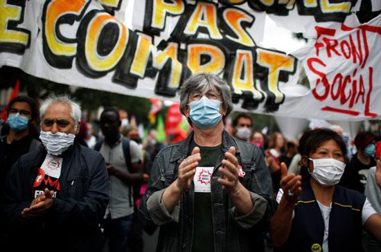 العاملون بالقطاع الصحى فى باريس ينظمون مظاهرة