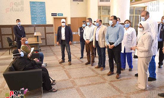 رئيس الوزراء يتفقد مستشفى أسوان بالصداقة المخصصة للعزل الصحي لمرضى _كورونا_ تصوير سليمان العطيفى (9)