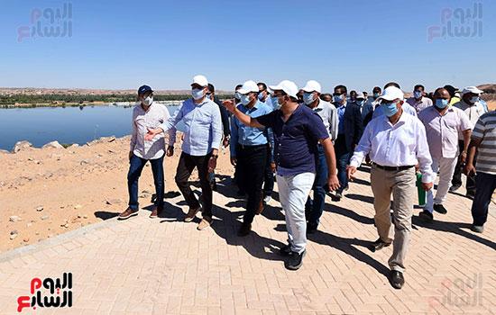 رئيس الوزراء يتفقد مشروع الشريط النهري (19)