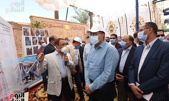 رئيس الوزراء يتفقد مشروع احلال وتجديد البنية التحتية لطريق السادات (2)