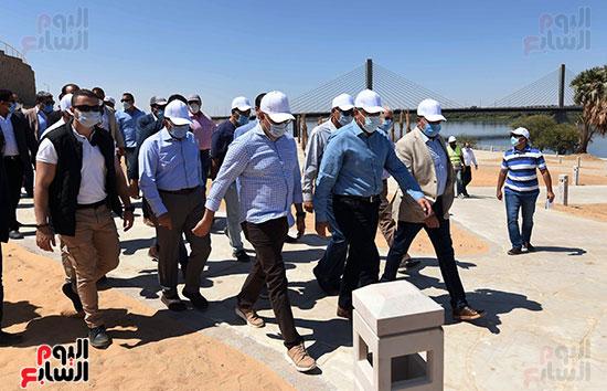 رئيس الوزراء يتفقد مشروع الشريط النهري (7)
