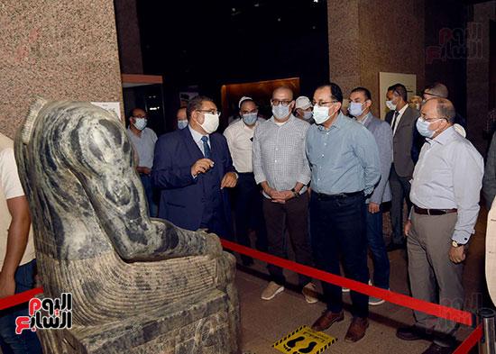 رئيس الوزراء يتجول بمتحف النوبة ويطمئن على الالتزام بالإجراءات الاحترازية تصوير سليمان العطيفى (8)
