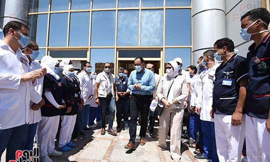 رئيس الوزراء يتفقد مستشفى أسوان بالصداقة المخصصة للعزل الصحي لمرضى _كورونا_ تصوير سليمان العطيفى (12)