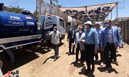 رئيس الوزراء يتفقد مشروع احلال وتجديد البنية التحتية لطريق السادات تصوير سليمان العطيفى (3)