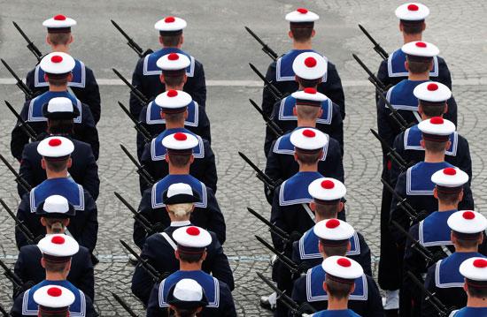 اصطفاف جنود الجيش الفرنسى