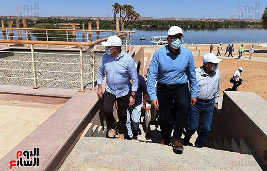 رئيس الوزراء يتفقد مشروع الشريط النهري (4)