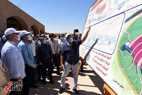 رئيس الوزراء يتفقد مشروع الشريط النهري (2)