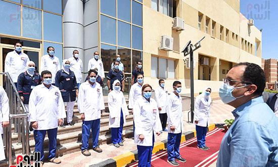رئيس الوزراء يتفقد مستشفى أسوان بالصداقة المخصصة للعزل الصحي لمرضى _كورونا_ تصوير سليمان العطيفى (1)