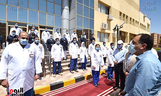 رئيس الوزراء يتفقد مستشفى أسوان بالصداقة المخصصة للعزل الصحي لمرضى _كورونا_ تصوير سليمان العطيفى (3)