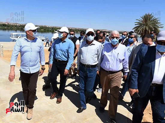رئيس الوزراء يتفقد مشروع الشريط النهري (3)