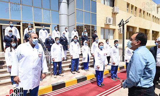 رئيس الوزراء يتفقد مستشفى أسوان بالصداقة المخصصة للعزل الصحي لمرضى _كورونا_ تصوير سليمان العطيفى (2)