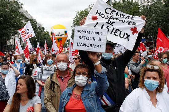 جانب من مظاهرات العاملين بالقطاع الصحى