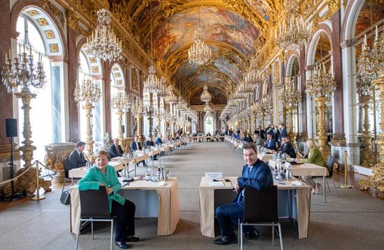 المستشارة الألمانية خلال الإجتماع