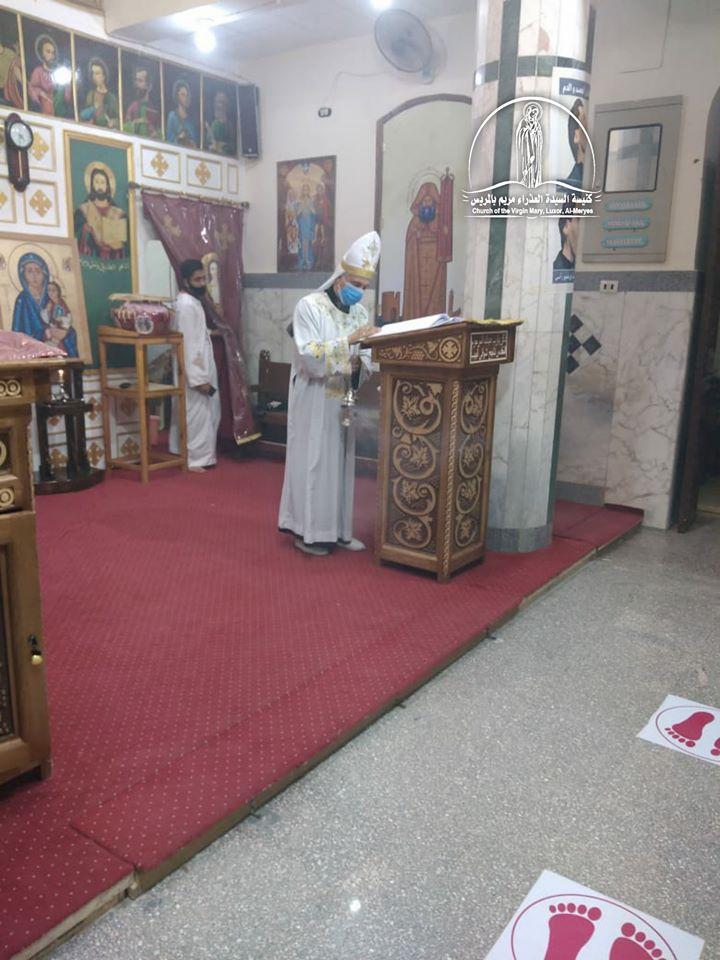 كنيسة العذراء مريم بالمريس غرب الأقصر تقيم القداس الإلهى صباحاً  (4)