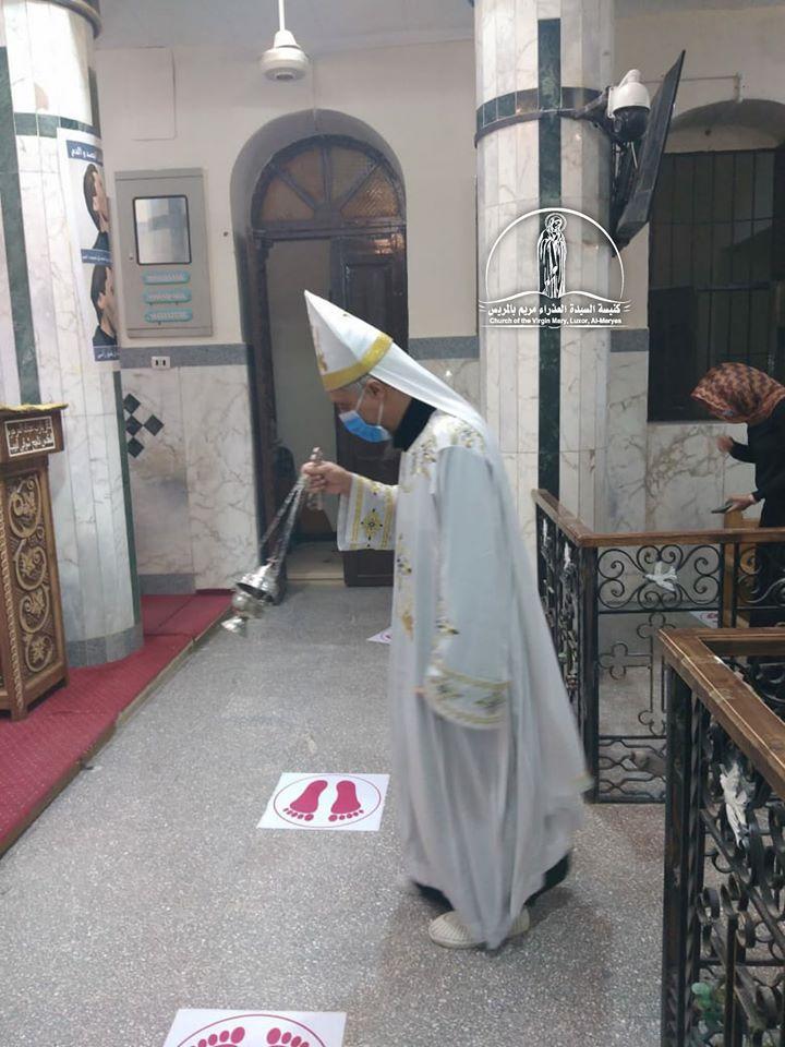 كنيسة العذراء مريم بالمريس غرب الأقصر تقيم القداس الإلهى صباحاً  (6)