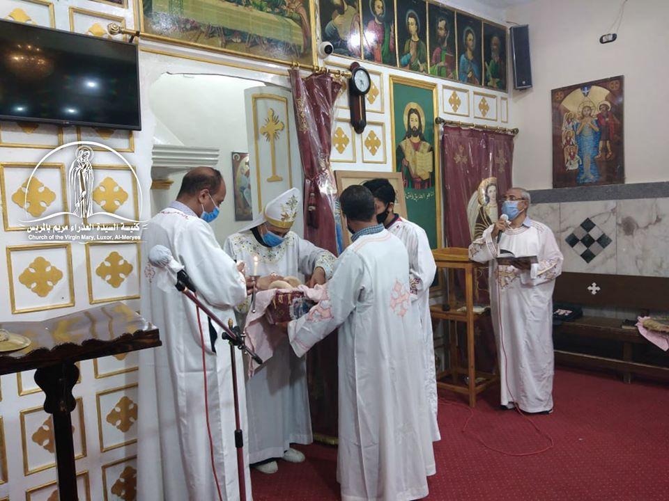 كنيسة العذراء مريم بالمريس غرب الأقصر تقيم القداس الإلهى صباحاً  (10)