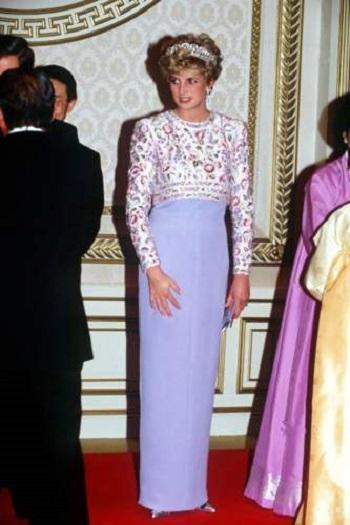 فستان بلون اللافندر