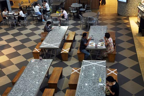 التزام المطاعم بقواعد التباعد