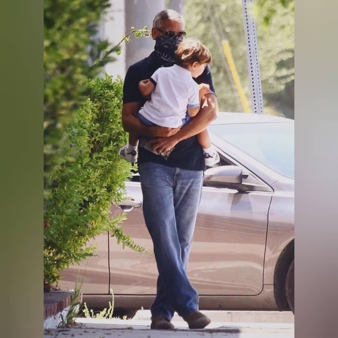 أحدث ظهور جورج كلونى مع أبنة أليكساندر في لوس أنجلوس  (4)