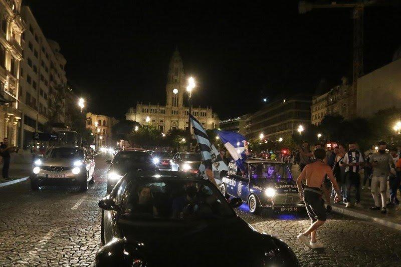 جماهير بورتو تحتفل باللقب