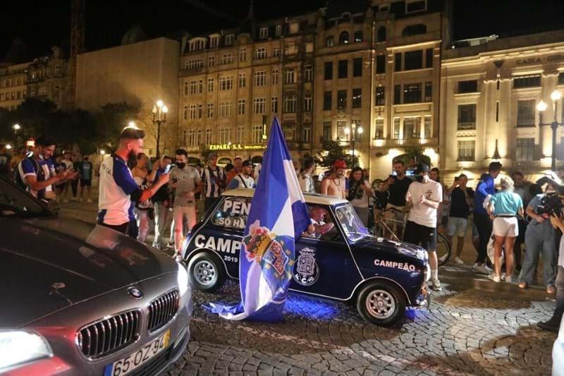 جماهير بورتو تحتفل بفوز فريقها بلقب الدوري البرتغالى