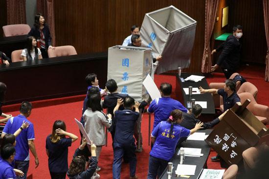 أعمال شغب داخل البرلمان