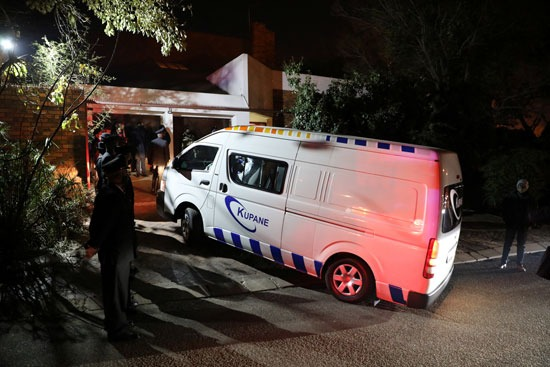 السيارة التي تحمل جثة زيندزي مانديلا