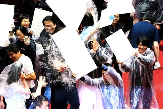 اشتباكات داخل البرلمان التايوانى