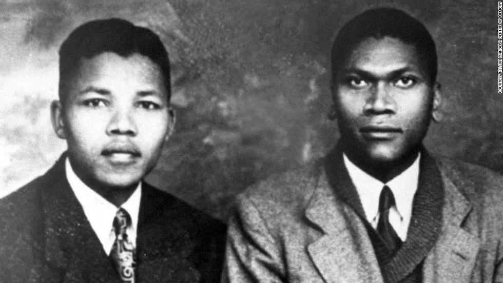 مانديلا مع ابن عمه وعمره 23 عاما